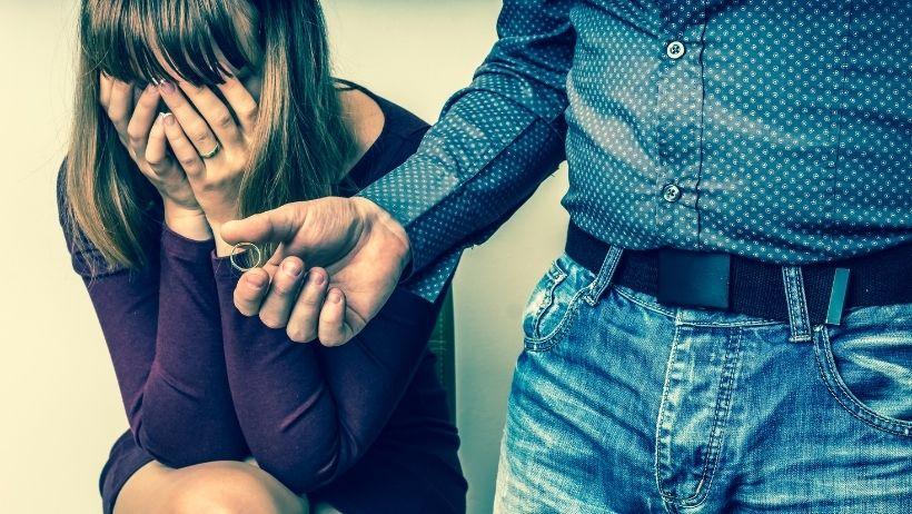 Pourquoi se sentir rejeter par son conjoint fait mal